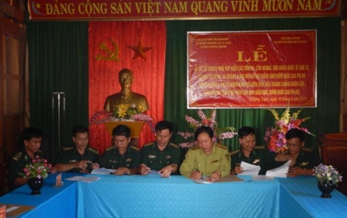 Ký kết Kế hoạch phối hợp trong công tác quản lý bảo vệ rừng và đấu tranh phòng chống buôn lậu...